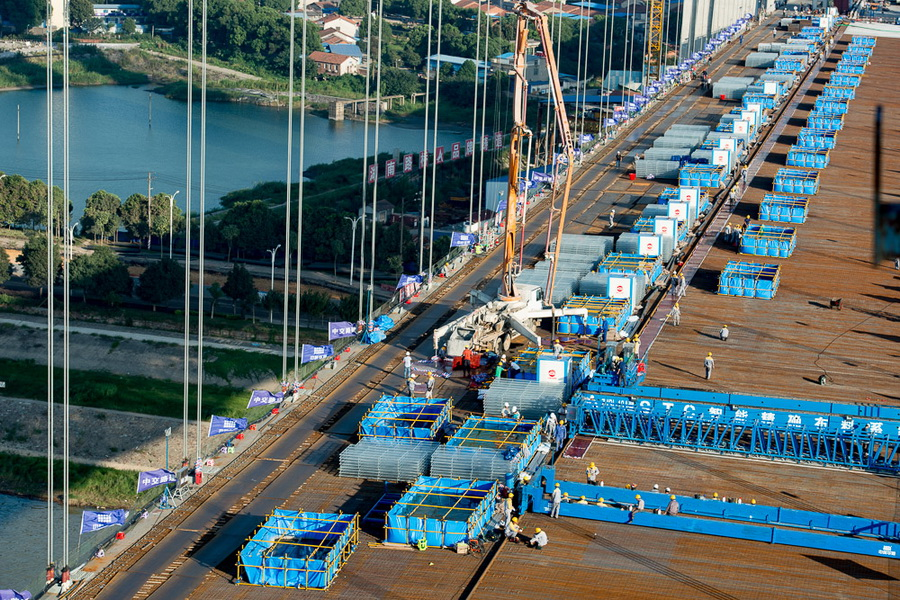 世界最大面积UHPC应用(6.5万㎡)——杭瑞高速洞庭湖大桥(2017年)